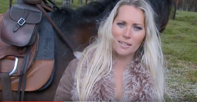 Ellinor Springstrike vid inspelning av musikvideo